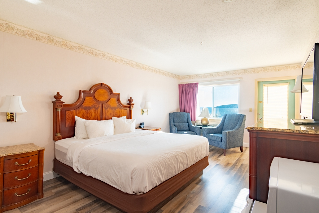 king-room-lodging-belfast-maine
